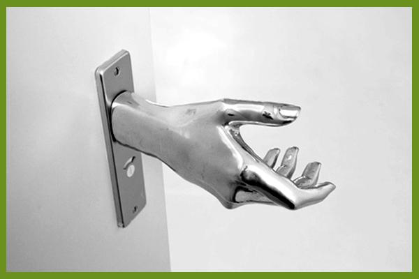 kezes kilincs (artanddesign.lelaluxe.com)