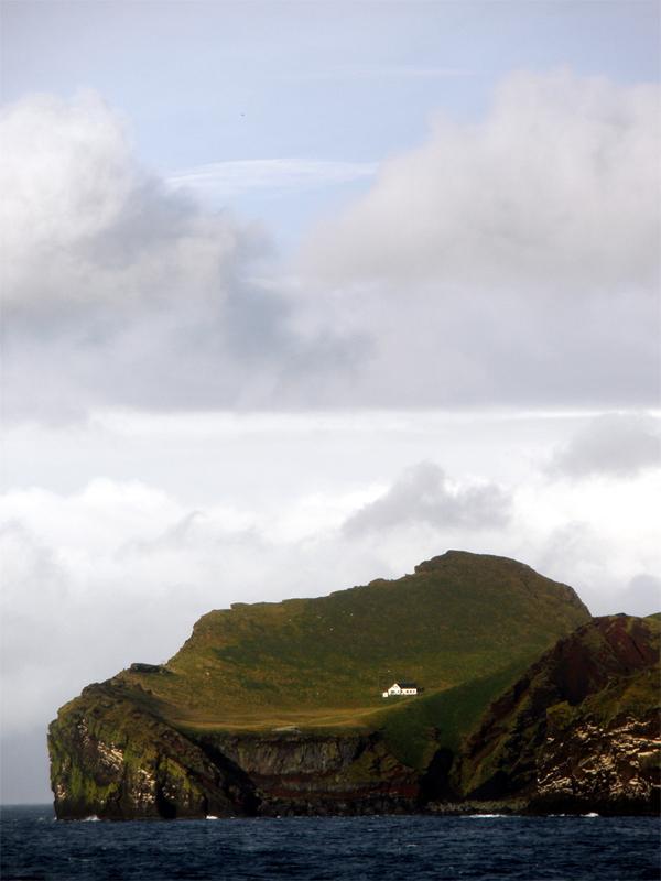 Ellidaey, Vestmannaeyjar - Fotó: Harry Shave, panoramio.com