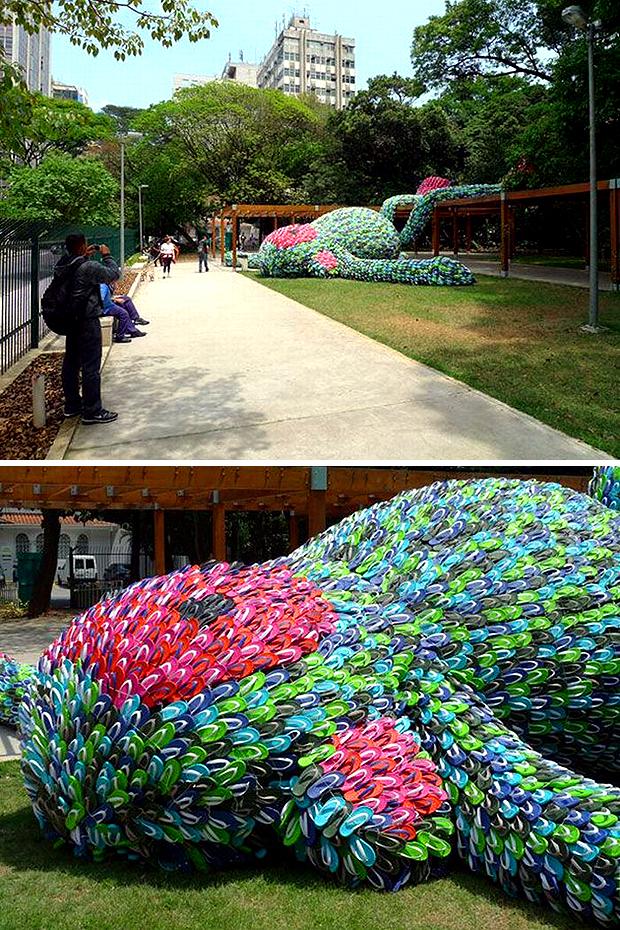 óriás flip-flop majom a parkban (designrulz.com)