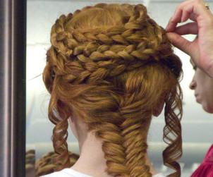 Készíts kariatida frizurát
