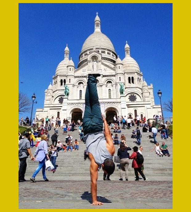 egy kézen - Sacré-Coeur(Szent Szív)-bazilika, Montmartre, Párizs, Franciaország