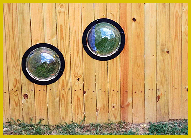 kutyakilátók a kerítésen