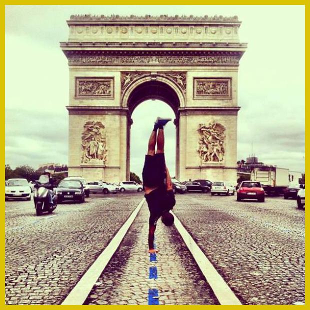 Diadalív a  a Champs-Élysées végpontján, a Charles de Gaulle téren és egy break táncos : ) - Párizs, Franciaország