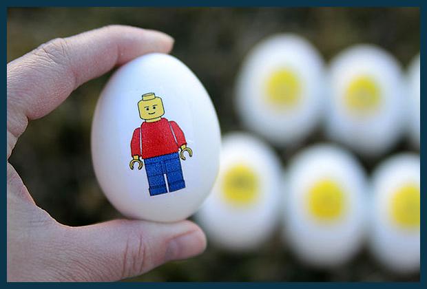 készíts Lego minifigurás tojást húsvétra!