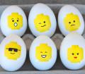 Letölthető minta Lego-figurás húsvéti tojásokhoz