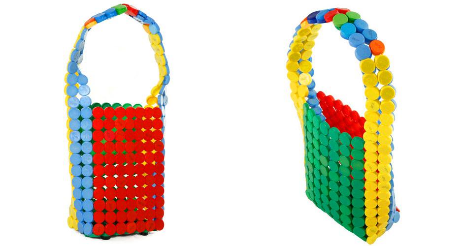 táska műanyag kupakokból
