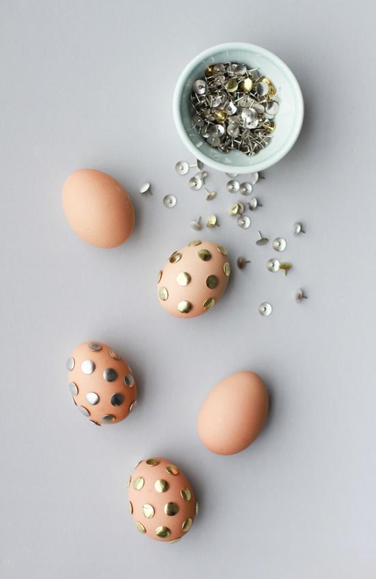 kifújt tojás rajzszögekkel - különleges húsvéti tojás