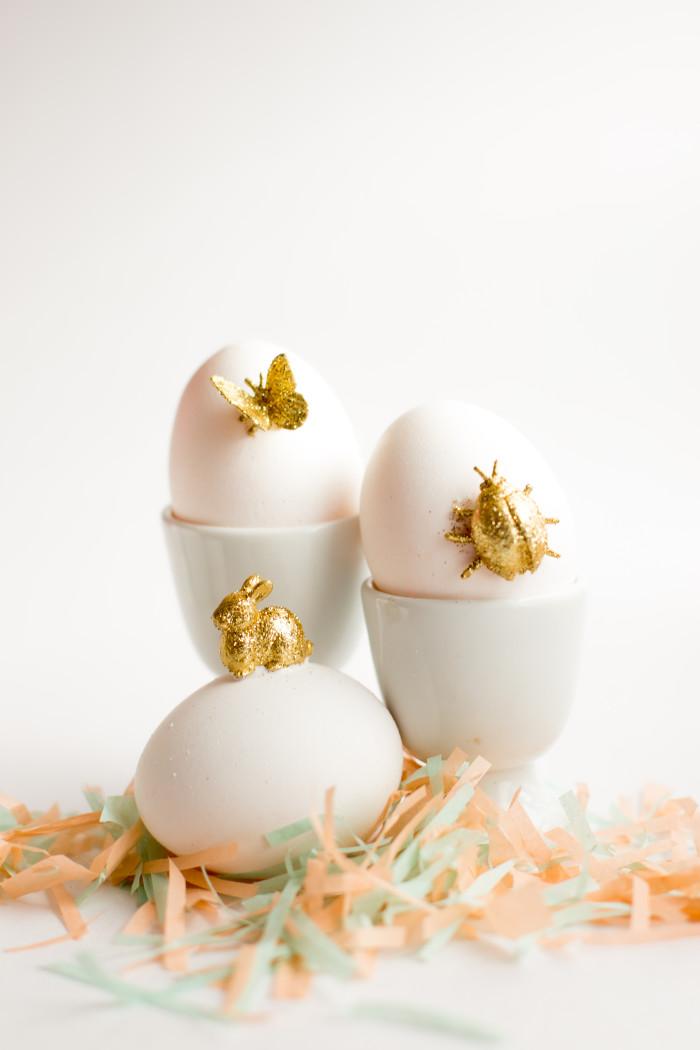 műanyag kis játékok aranycsillámban - húsvéti ötletek