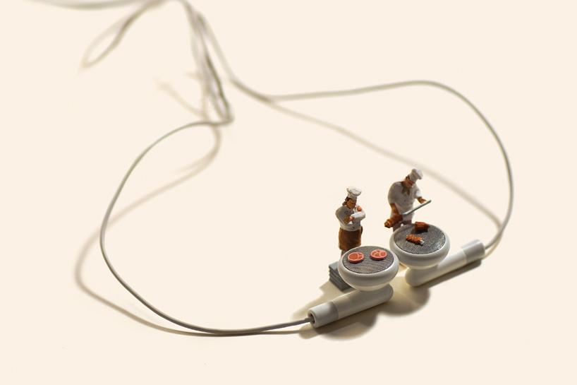 készülnek a sztékek - dioráma fülhallgatóval