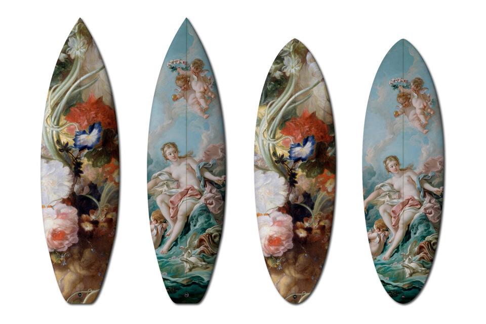 François Boucher és Jan Van Huysum alkotásai szörfdeszkákon, gördeszkákon