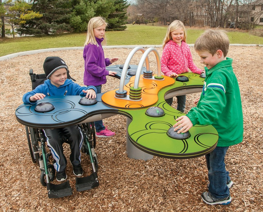 játszótér egészséges és sérült gyerekeknek