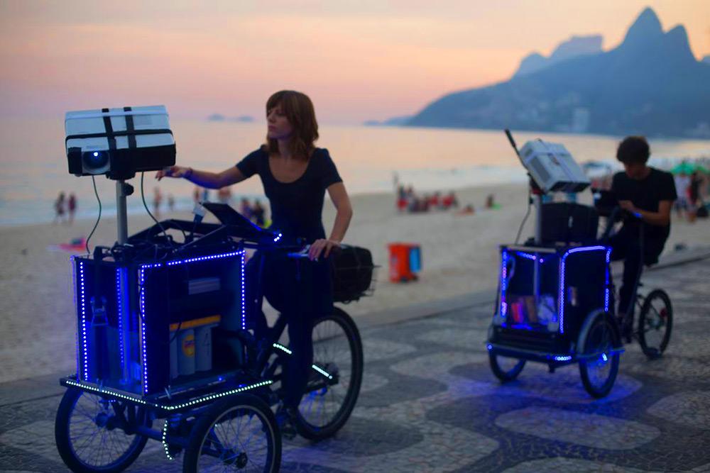 városdekoráció triciklikkel